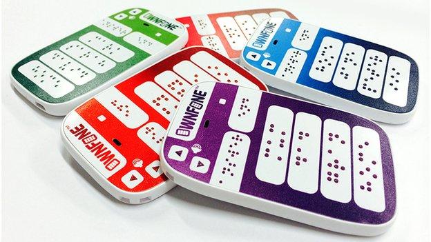 世界初! 点字ボタンがついた携帯電話が発売へ