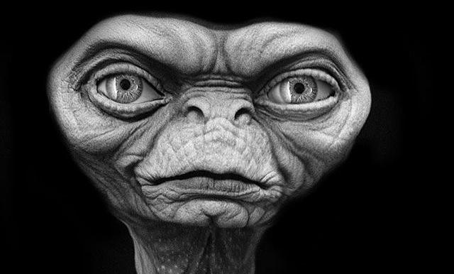 「E.T.」の初期デザインが迷子とは無縁なくらい男前だった