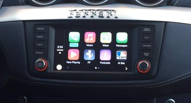 アップル「CarPlay」デモ。貴重な日本語解説付き