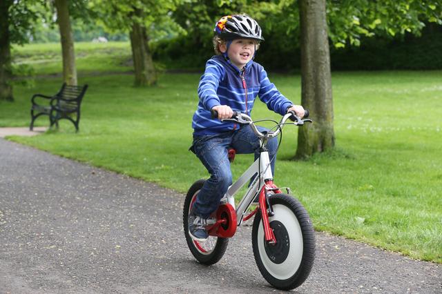 倒れない子供用自転車が大量生産に向けて準備開始