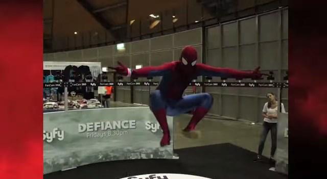 「バレットタイム」撮影でコスプレイヤーが本物にヒーローに