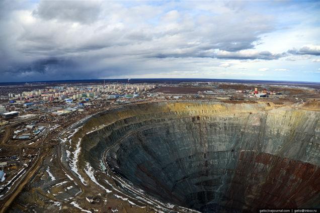 シベリアにぽっかり空いた巨大穴、それはスターリンから始まった