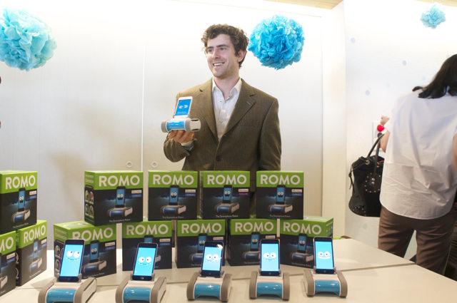 iPhoneで動く知育ロボ「Romo」は、どう起こしてくれるんだろう