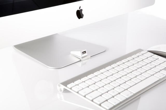正面で挿せる。iMac用USB延長キット