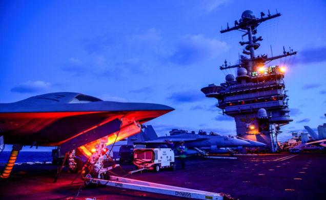もはやエイリアンのスペースシップ。アメリカ海軍の戦闘機はSF感満載