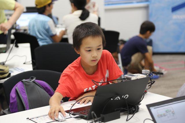 恐るべしデジタルネイティヴ。霞ヶ関で小中学生がロボットプログラミングに挑戦!