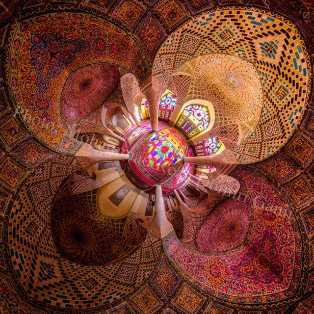 超広角レンズでモスクがまるで万華鏡のよう