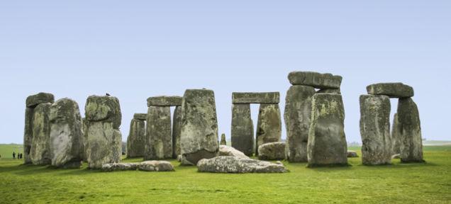 ストーンヘンジ北東に地下巨石群「スーパー・ヘンジ」発見