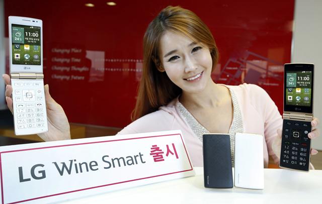 LGがAndroid搭載ガラケー風スマホ「Wine Smart」を発表