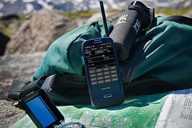 山やスノボで活躍しそうなスマホを無線機に変身させるケース「Beartooth」