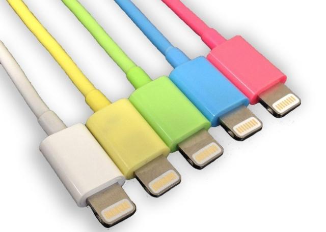 オシャレはケーブルから。iPhone 5cカラーが揃ったアップル認定Lightningケーブル