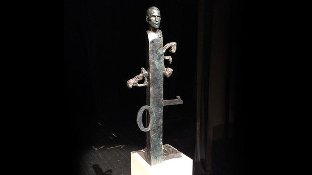 今回選ばれたアップル本社に設置予定の故ステーブ・ジョブズの彫刻、どう思います?