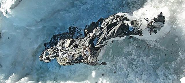 アルプスの溶けた氷の中から発見された、第一次世界大戦時の兵士のミイラ