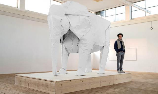 1枚の折り紙で作る等身大のリアルな象(動画)