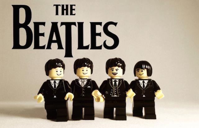 雰囲気でてるーー! 歴史上の人気バンドを全てレゴで再現