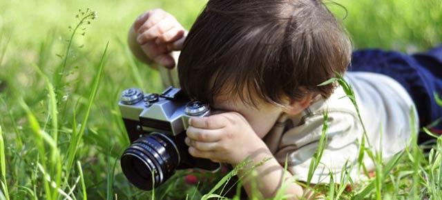 カメラにワクワクする季節がやってきた。外で撮影を楽しむためのアクセサリー