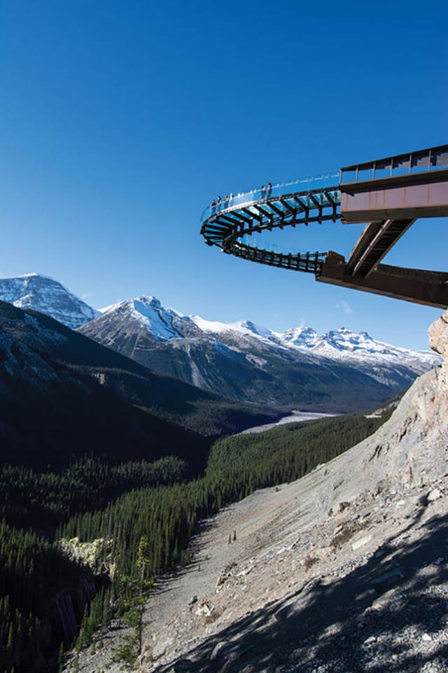 こわそうすぎる。高さ約280m、崖から突き出すガラスの展望ブリッジ