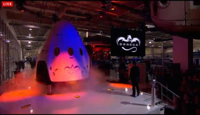 着陸・再利用できるって素晴らしい! SpaceXから有人宇宙船「Dragon V2」登場