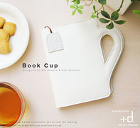 片手にコーヒーカップ! もう片方の手にもコーヒーカップ??