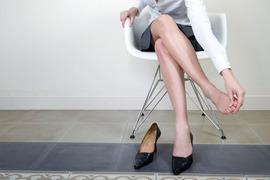 靴ずれ予防には、ロウや石けんが効果的