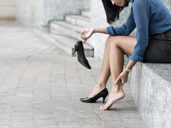 東京をヒールで闊歩。足が痛くならない方法知りたい