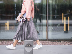 プリーツスカート。2017年春は、シャイニーカラーで一歩を踏み出す