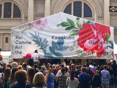 NY現地速報。アヴァンギャルドなMETガラ開催。熱狂的な声の中で川久保玲の大きさを噛みしめた #MetGala2017