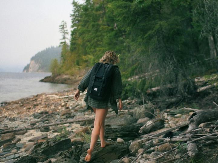 おしゃ旅に興味なし。リュックひとつで自由気ままに旅に出るオージーガール