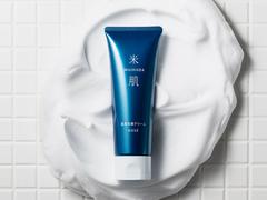 毛穴汚れやくすみをオフして、しっとり保湿。ふたつを同時にかなえる洗顔クリーム