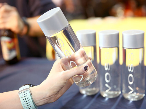 オージーガールはエコフレンドリーに水分補給。400円のボトルが衛生的で使える