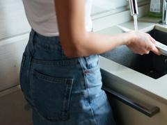 くびれ欲しいなら、洗い物しながら腰ぐるぐる