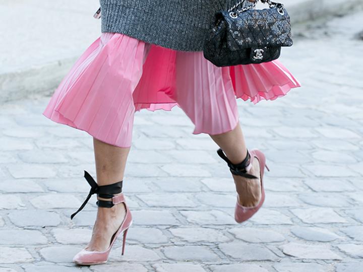 一点投入。冬ファッションに映えるピンク