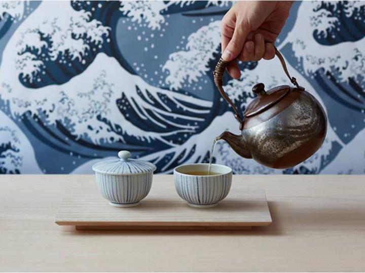 日本茶をサクッと立ち飲み。白あん使ったスムージーもあるよ