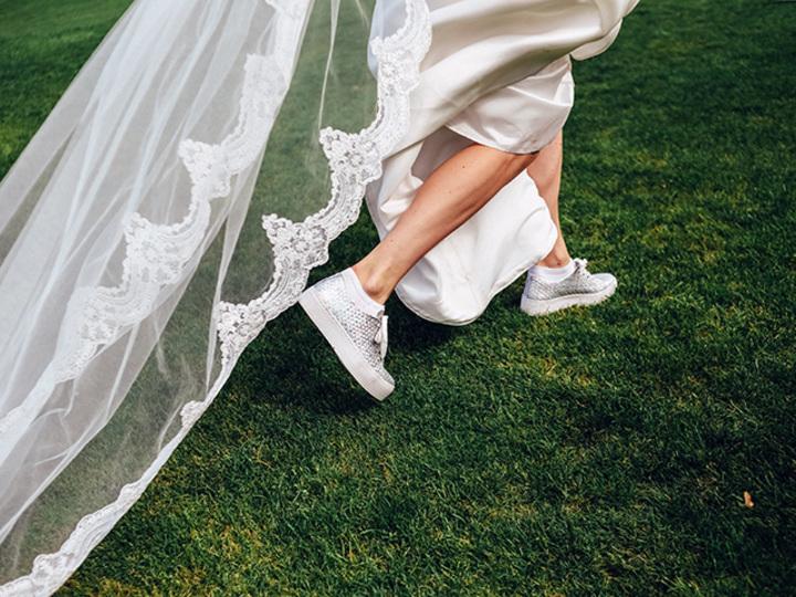 ケイト・スペードのブライダルスニーカー。結婚式も軽やかに過ごす