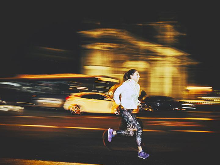 「孤独を感じたら夜の街を走りまくる」オージーガールのモヤモヤ発散法はとにかくヘルシー