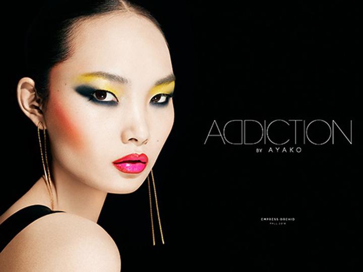 「中国」をイメージした鮮やかなアイシャドウ。独創的な色を楽しみたい
