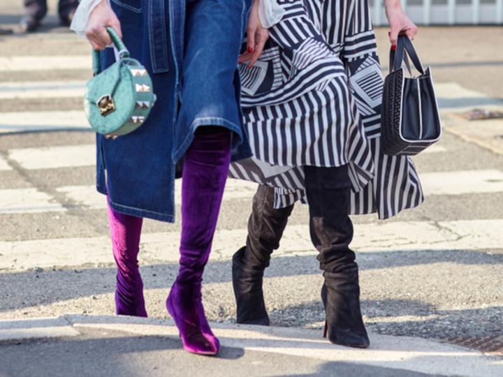 ミディアム丈スカート×ロングブーツがじわじわきてる。着こなすコツは色の組み合わせ方
