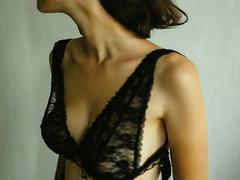 大きさ、形、触り心地...。あなたのバストの悩みは? #女子のホンネ