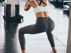 セックス中に股関節が痛い...。どすこいストレッチで下半身を伸ばす