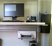 081012healthy_desk.jpg