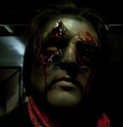 リアルで、血だらけで、むごいハロウィン用メイクの作り方