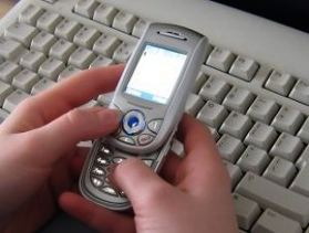 090421phone_over_keys5.jpg