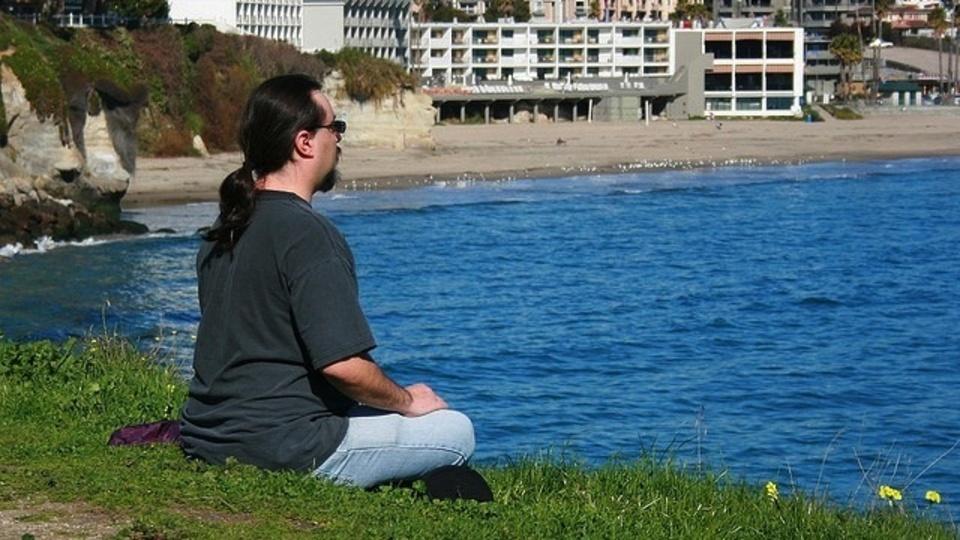 情報のオーバーフローに流されないようにするには瞑想が効果的
