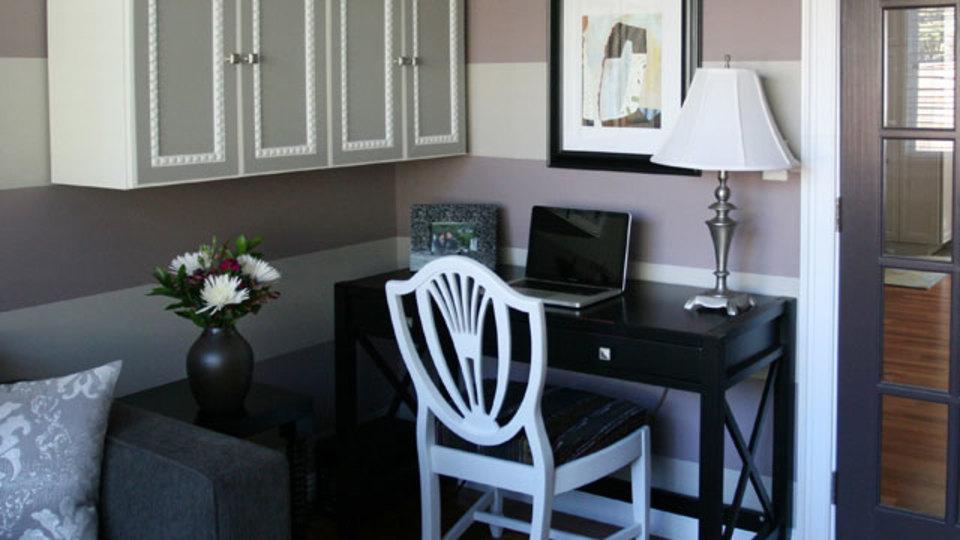 仕事場探訪:部屋の一角に机と収納があれば、小さくても素敵な自分スペースに