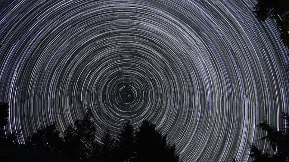 星の軌道が美しいスタートレイル撮影の基本ステップ
