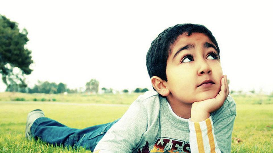 子供の近眼を防ぐには「外で過ごす時間を増やす」のが有効!?