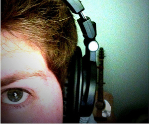 110822−headphones-distractions.jpg