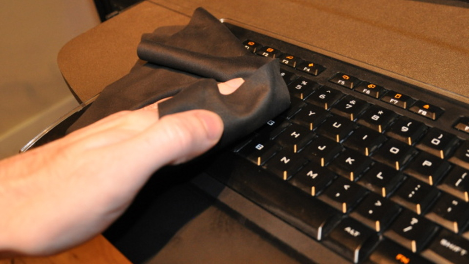 キーボードをチャイルドロックすればいつでもサッと拭き掃除ができる