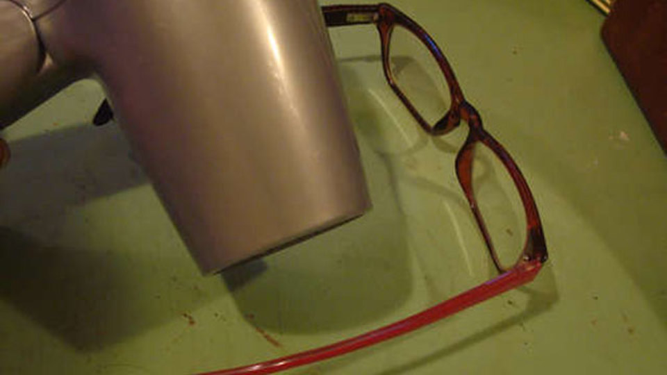 メガネやサングラスのフレームを微調整してピッタリのサイズにする方法