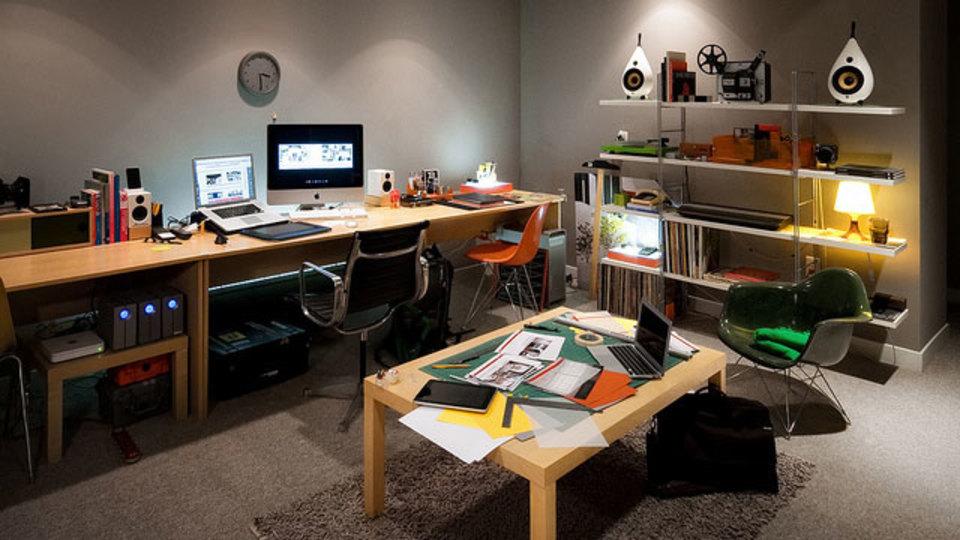 仕事場探訪:建築写真家の「洞穴」風オフィス
